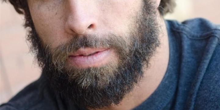 髭が濃い_若はげ